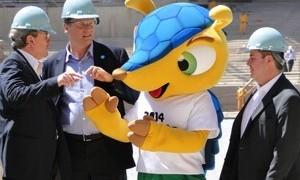 Representante da Fifa visita obras de reforma do Mineirão em BH