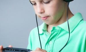 """Crianças que ficam """"presas"""" em casa, estão mais fracas, segundo pesquisa."""