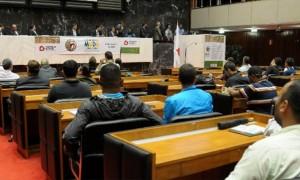 Ciclo de Debates apontou problemas e alternativas ao futebol brasileiro.