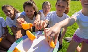 Alimentação e malhação: saiba o que você deve comer durante e após o treino