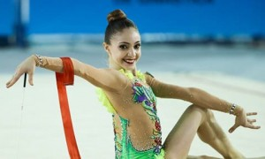 """Entre os melhores atletas mineiros pelo 3º ano consecutivo, Vitória Guerra declara amor à ginástica rítmica: """"Não sei viver sem ela"""""""