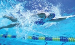 Para nadadores: aprenda a ganhar condicionamento na piscina