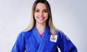 """""""Toda criança deveria aprender judô na infância para se tornar um adulto melhor"""", é o que acredita a atleta Caroline Furlan"""