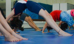 Projeto incentiva a prática de ginástica artística e atletismo por crianças e adolescentes
