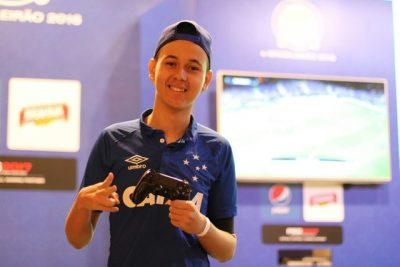 Henrykinho vai representar o Cruzeiro de novo no e-Brasileirão; ele foi vice na primeira edição (Foto: Kin Saito / CBF)