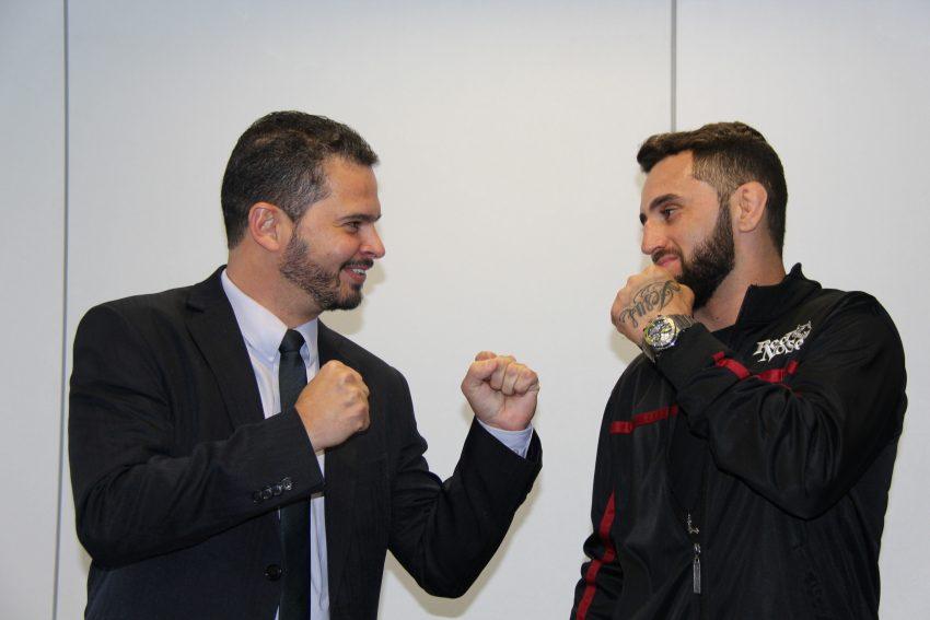 Leo Boyka com o Secretário de Esportes, Arnaldo Gontijo; (Foto: SEESP/MG)