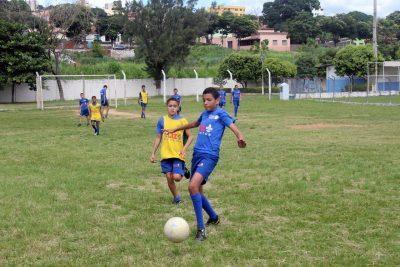 Partida de futebol entre alunos do projeto Interação de Futebol. Foto: Daniel Castelão