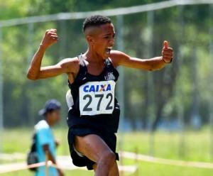 Aluno-atleta Pedro Henrique é destaque no atletismo mineiro. Foto: Divulgação/UFJF
