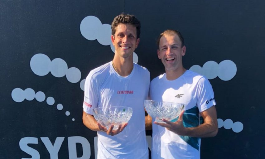 Marcelo Melo e Lukasz Kubot conquistam torneio preparatório para o Aberto da Austrália (Foto: PETER PARKS / AFP)