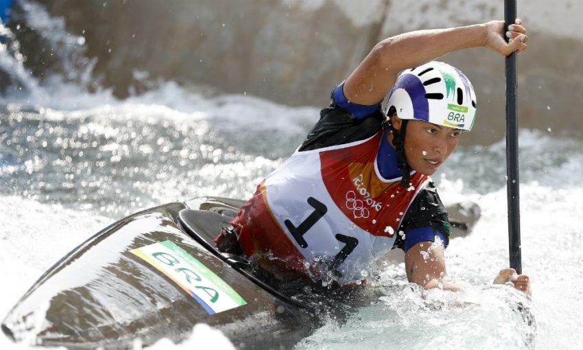 Ana Sátila fez história, tornando-se a primeira medalhista brasileira no Mundial de Canoagem Slalom, conquistando prata e bronze. Foto: Caiaque Estremo