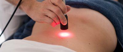 Laser infravermelho é parte importante do combate a gordura no fígado. (Foto: Reprodução/Iman)