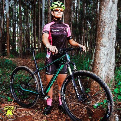 Larissa treina seis vezes por semana e também é formada em Educação Física. (Foto: Divulgação/Larissa Paiva)