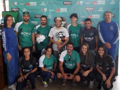 Organizadores do projeto com Sandro Dias (de branco) ao centro
