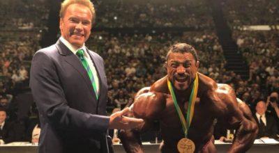 Arnold Schwarzenegger com o campeão do Arnold Sports Festival Australia Foto: Arnold Schwarzenegger official website