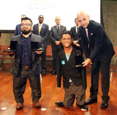Premiação fecha um ano de 5 medalhas parapanamericanas de Gabriel ( direita). Foto: ASCOM/SEDESE